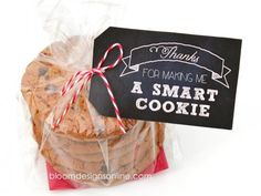 """Best Teacher Appreciation Gifts : """"Thanks for making me a smart cookie"""" free printable tag for teacher appreciatio. , Best Teacher Appreciation Gifts : """"Thanks for making me a smart cookie"""" free printable tag for teacher appreciatio…. Candy Gifts, Gag Gifts, Best Teacher Gifts, Boss Gifts, Teacher Stuff, One Smart Cookie, Free Printable Tags, Gourmet Gift Baskets, Teacher Appreciation Week"""