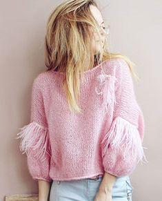 Когда уже можно будет скинуть всю верхнюю одежду и выгулять все свитера и кардиганы? . . #knitwear #knited #cardigan #стиль #мода #блоггер #вязанаяодежда #кардиган #свитер #купитьсвитер #купитькардиган #стиль #мода #lookoftheday #модныйсвитер #ручнаяработа #handknit #wool #softknit #назаказ #style #stylish #ootd #outfit #вязание #вяжутнетолькобабушки #вязаниеспицами #knit #knitting #модныйсвитер