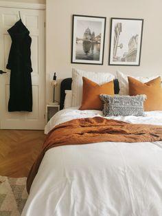 Room Ideas Bedroom, Bedroom Themes, Home Decor Bedroom, Master Bedroom, Bedrooms, Orange Bedroom Decor, Orange Bedding, Burnt Orange Rooms, Aesthetic Bedroom