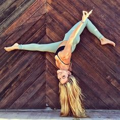 Magic happens when you don't give up even when you want to ✌ Wearing all @aloyoga #yoga #handstand #aloyoga #beagoddess