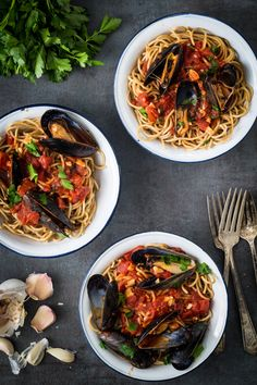 I have grown up in Spain eating seafood. One of my favorite things to eat while eating seafood has always been mussels. Mussels are very versatile and there are many ways in which you can prepared them. Often times I like to use them with pasta. This mussels Marinara recipe was easy and quick to put together. If you are like me and like healthy, comforting food you will love this recipe.
