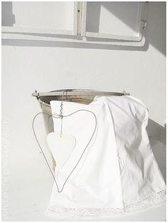 ♥ Metal heart ~ white fabric