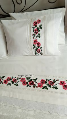 Kanaviçe montajlı pike takımı Hand Embroidery Designs, Ribbon Embroidery, Cross Stitch Cushion, Fabric Paint Designs, Home Curtains, Lace Making, Bridal Jewelry Sets, Cross Stitch Flowers, Hand Designs