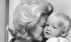 Ted Kennedy's family in the November of 1962.( Virginia Joan (Bennett) Kennedy (born September 2, 1936 with her kid . ♡❤❤❤♡❤♡❤❤❤♡ http://en.wikipedia.org/wiki/Joan_Bennett_Kennedy