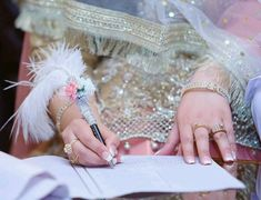 Image in dpz collection by SpYpRiNcEsS on We Heart It Pakistani Bridal Dresses Online, Pakistani Bridal Wear, Wedding Dresses For Girls, Pakistani Outfits, Nikah Ceremony, Bridal Chura, Bridal Photoshoot, Bride Photography, Stylish Girl Images