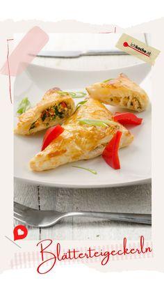 In diesem Frühlings-Feinschmecker kommt zusammen, was zusammen gehört: Knusprige Kruste, fleischige Füllung und darin eingebettet frisches Gemüse. Schöne Bilder machen Appetit, stillen aber nicht den Hunger! Richtig, also ab in die Backstube! 😋 Snacks, Chef Recipes, Snack Station, Appetizers, Treats