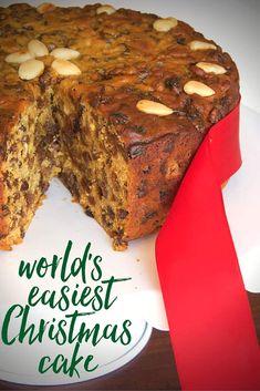 The World's Easiest Christmas Cake – Kuchen Rezept Christmas Cake Decorations, Christmas Sweets, Christmas Cooking, Simple Christmas, Christmas Cakes, Christmas Truffles, Holiday Cakes, Easy Cake Recipes, Dessert Recipes