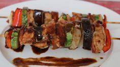 Brochettes de pollo con salsa agridulce para un menú gourmet