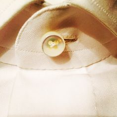 #ShareIG #Buttonhole by #hand and #mother of #pearl  #buttons with hand stitched #collar, #100Hands #Amsterdam #menswear #mensfashion #menstyle #menstyless #menfashion