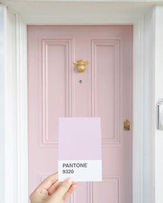 Pantone pink door for modern interior design ideas Door Paint Colors, Front Door Colors, Decoration Chic, Painted Front Doors, Ideias Diy, Pink Houses, House Front, Exterior Paint, House Colors