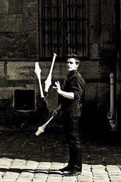 L'ARTE È VITA ALESSIA MASSA Video realizzato con ritratti fotografici, 00.03.52, 2014   Un omaggio a tutti gli artisti di strada che in giro per il mondo danno libero sfogo al proprio talento e alla propria creatività..
