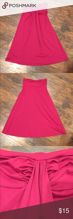 Susan Monaco strapless summer dress Beautiful dress perfect to be dressed up or down. This fits loose around the waist and is very flattering. Cranberry red. Perfect with a blazer and heels for work or sandals during the day. A must for your closet. Susana Monaco Dresses Strapless