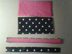 Fournitures : - 3 rectangles de tissu enduit (de préférence assez épais) : 2 de 15X28cm et 1 de 67X28cm - Tissu Ma Petite Mercerie - 3 rectangles de coton (d'une bonne épaisseur) : 2 de 15X28 et 1 de 67X28cm - Tissu Ma Petite Mercerie - Pour les anses...