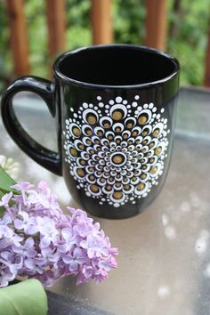 Beautiful Mandala dot art painted 4 black coffee mug with white and gold dots Rock Painting Patterns, Dot Art Painting, Mandala Painting, Ceramic Painting, Ceramic Art, Christmas Mandala, Black Coffee Mug, Coffee Coffee, Painted Coffee Mugs