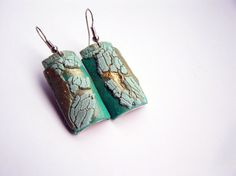 Hey, I found this really awesome Etsy listing at https://www.etsy.com/listing/211956466/teal-and-mint-with-gold-accent-earrings