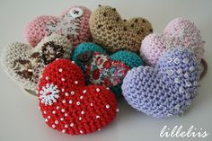 PATTERN Amigurumi heart brooch or ponytail holder от lilleliis Cute Crochet, Beautiful Crochet, Crochet Yarn, Crochet Flowers, Crochet Toys, Crochet Hearts, Heart Patterns, Doll Patterns, Amigurumi Patterns