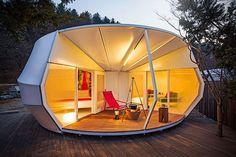 Queste tende progettate da ArchiWorkshop per un campeggio di Yang-Pyeong, sono state realizzate con un telo che resiste ai raggi UV, all'acqua e al fuoco,