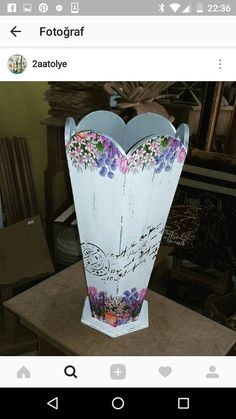 Cool Paper Crafts, Diy And Crafts, Decoupage Box, Vases, Tissue Boxes, Wedding Dress Styles, Rustic, Creative, Floral