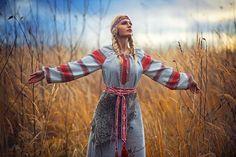 МОЛИТВА ЗА РОД ПРАВОСЛАВНЫЙ Norse Pagan, Pagan Art, Aryan Race, Celtic Goddess, Ukrainian Art, Norse Vikings, Viking Woman, Russian Fashion, Medieval Fantasy
