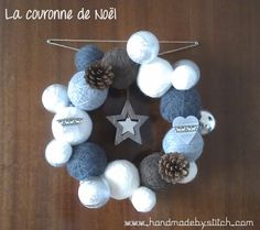 Couronne pelotes de laine / Crown in balls of wool Christmas Baubles, Winter Christmas, Christmas Time, Christmas Wreaths, Christmas Decorations, Diy Couronne Noel, Xmas Crafts, Diy And Crafts, New Years Decorations