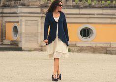Inspiration aus Italien: klassischer Chick und feminine Extravaganz  Besonderheit:  - unglaublich weiche und fließende Merinowolle, die nicht kratzt - sehr hochwertige Qualität, die in Italien...