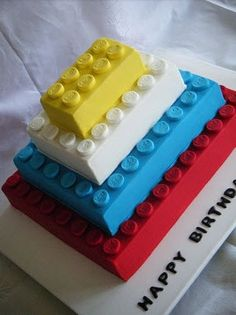 This Lego birthday cake looks awesome and works well for a kids birthday party. Bolo Ninjago, Beautiful Cakes, Amazing Cakes, Rodjendanske Torte, Lego Birthday Party, Cake Birthday, Birthday Ideas, 5th Birthday, Cakes For Boys