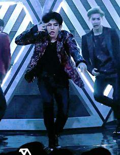 [#GIF] 11.06.16 - Baekhyun durante 'Monster' no Music Core