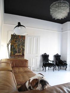 White walls and BLACK ceiling. Tan couch pulls it altogether (for me and I'd ditch the chandelier and the chairs). But love the ceiling. Small Room Bedroom, Room Decor Bedroom, Modern Bedroom, Bedroom Ideas, White Bedroom, My Living Room, Living Spaces, Living Area, Dark Ceiling