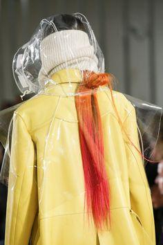 The complete Maison Margiela Fall 2018 Ready-to-Wear fashion show now on Vogue R. Fashion 101, Fashion Details, Runway Fashion, Fashion Show, Fashion Outfits, Fashion Trends, Womens Fashion, Fashion Edgy, Feminine Fashion