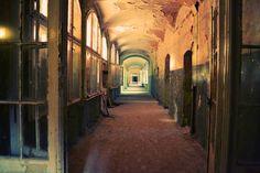 Life-of-Pix-free-stock-photos-corridor-abandoned-place-fresonneveld (scheduled via http://www.tailwindapp.com?utm_source=pinterest&utm_medium=twpin&utm_content=post74307230&utm_campaign=scheduler_attribution)