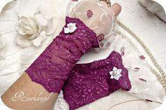 Spitzenstulpe LORELY Violett Weiß Rosen Tüll Perle von Rosenknopf auf DaWanda.com