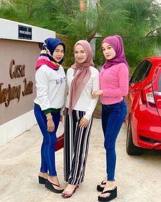 Muslim Fashion, Hijab Fashion, Girl Fashion, Platform Flip Flops, Flip Flop Shoes, Muslim Girls, Muslim Women, Sexy Asian Girls, Beautiful Asian Girls