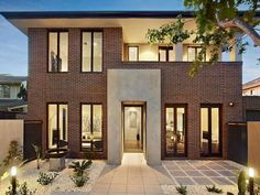 Photo of a brick house exterior from real Australian home - House Facade photo… Brown Brick Exterior, Brown Brick Houses, Modern Brick House, Brick House Designs, Modern House Design, Brown House, Grey Brick, Design Exterior, Facade Design