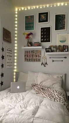 Indie bedroom ideas hipster bedroom decor indie room ideas items wall how to make hipster room Indie Bedroom, Grunge Bedroom, Dressing Room Design, Hipster Room Decor, Hipster Teen Bedroom, Stylish Bedroom, Simple Bedrooms, Modern Bedroom, Warm Bedroom