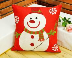 68 Huggable Christmas Red Pillow Design Ideas You Will Totally Love - Decoralink Christmas Cushions, Christmas Pillow, Red Christmas, Christmas Crafts, Designer Pillow, Pillow Design, Country Christmas Decorations, Red Throw Pillows, Holiday Mood