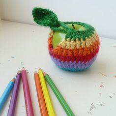 FREE Crochet Pattern Apple jacket Cozy Mac Case, Photo tutorial by Sol Maldonado