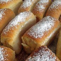 Erre más szó nincs: ISTENI! A gyerekkori emlékek jönnek elő a buktáimmal!Csodásak, tényleg tökéletesek:) Hozzávalók: 50 dkg grízes liszt 8 dkg margarin 7 dkg porcukor 2 dkg élesztő 2-3 dl tej 2 tojássárgája Elkészítése: A fenti... Hungarian Desserts, Hungarian Recipes, Pastry Recipes, Cooking Recipes, Croatian Recipes, Sweet Cookies, Bread And Pastries, Food Is Fuel, Breakfast For Kids