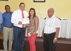 Instituto Agrario entrega recursos a productores de caña en Higüey