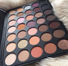 Should've purchased this over the 35N because this has a better mix of matte and shimmer pero I'll buy this one too