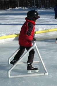 This shows how to make a PVC ice rink holder to train how to ice skate. Pvc Pipe Crafts, Pvc Pipe Projects, Projects For Kids, Outdoor Projects, Dyi, Descente Ski, Winter Activities, Activities For Kids, Protection Moto