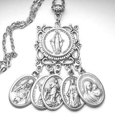 Hail Mary Miraculous Medal Prayer Amulet Catholic Holy Medals Catholic Crafts, Catholic Jewelry, Hail Mary Prayer Catholic, Religion Tattoos, Jewelry Gifts, Jewelery, Prayer Corner, Catholic Religion, Holy Rosary
