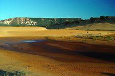 Jalapão  https://br.financas.yahoo.com/fotos/10-lugares-deslumbrantes-para-conhecer-no-brasil-slideshow/jalap%C3%A3o-photo-1397760138481.html