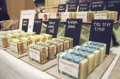 Great idea for soap display, separate cards with chalk board paint in back Craft Fair Displays, Market Displays, Display Ideas, Vendor Displays, Dog Treat Recipes, Soap Recipes, Soap Booth, Shampoo Diy, Renegade Craft Fair