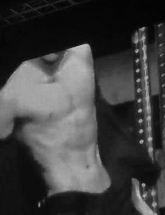 Baekhyun shirtless and out of breath Baekhyun Hot, Chanyeol, Exo Exo, Jungkook Abs, Taehyung, Kpop Guys, Chanbaek, Bts Boys, Jikook