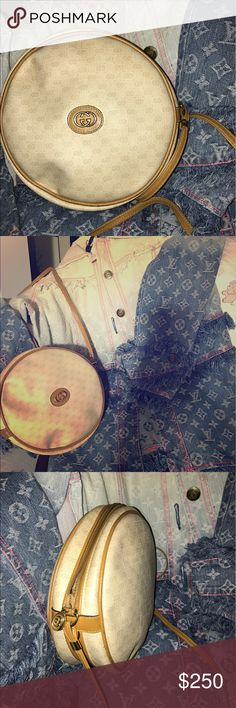 GUCCI Gucci vintage purse no scratches on it well kept smoke free home Gucci Bags Crossbody Bags