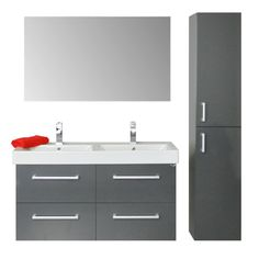 Een badmeubel die luxe uitstraalt! Het meubel is voorzien van 4 soft-close, zelfsluitende lades, voor een geruisloze en zachte sluiting. De keramische dubbele wastafel, maakt dit 120 cm. meubel geheel af. Verkrijgbaar in de kleuren hoogglans wit, hoogglans antraciet, chateau-eiken en grijs-eiken en te combineren met kolomkasten (1 deur tot 4 deurs en met of zonder waskorf), design spiegels en/of een spiegelkast, etc.