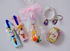Listos y preparados los regalos que se entregaran en tres comuniones distintas. Regalos exclusivos con miles de posibilidades. Tu puedes elegir el diseño!! #regalo #regaloideal #comunion #diseno Perfume, Weddings, Fragrance
