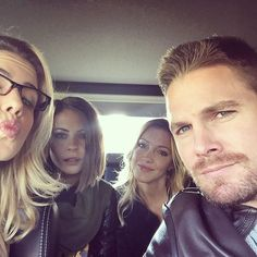 Emily Bett Rickards, Willa Holland, Katie Cassidy, and Stephen Amell Willa Holland, Arrow Cast, Arrow Tv, Arrow Quote, Supergirl Dc, Supergirl And Flash, Cassidy Black, Oliver Queen Arrow, Dinah Laurel Lance