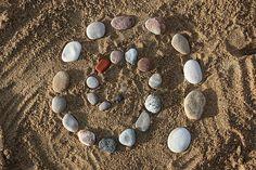 Image land art 1157478 480 in Rakesh Kumar Sharma's images album Fun Beach Activities For Kids, Best Beach Reads, Beach Hacks, Beach Ideas, Beach Tent, Beach Reading, Sabbats, Owl Art, Cleaning