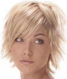 Short shag hairstyles side and center part. Great for fine hair and receding hairline. Short shag hairstyles side and center part. Great for fine hair and receding hairline. Funky Short Hair, Short Thin Hair, Short Hair With Layers, Short Hair Styles, Thick Hair, Short Blonde, Choppy Layers, Choppy Cut, Choppy Bobs